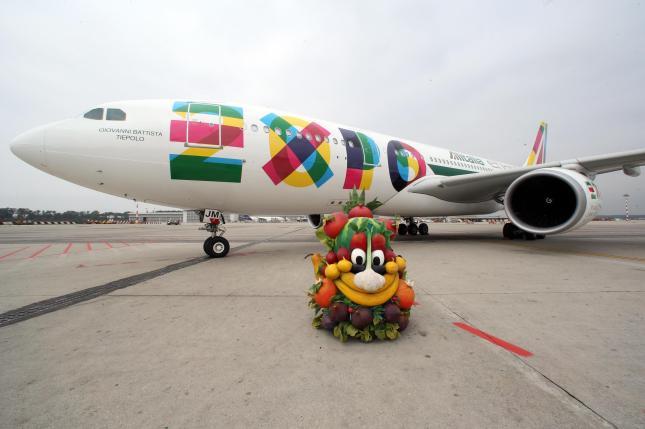 Expo: a Malpensa primo Airbus Alitalia con livrea ufficiale